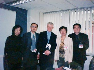 张星水律师、张燕生律师、莫洪宪教授、康均心教授,参观英国检察署.